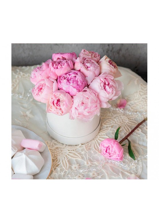 Розовые пионы в коробке (9шт.)