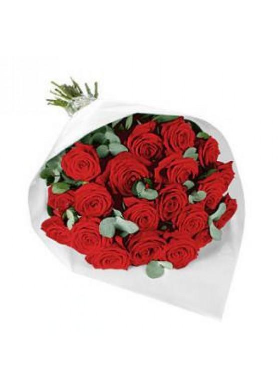 букет из 29 роз с эвкалиптом