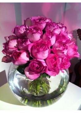 19 роз Ив Пьяже в вазе